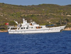 Classic motor yachts for sale classic yacht sales for Vintage motor yachts for sale